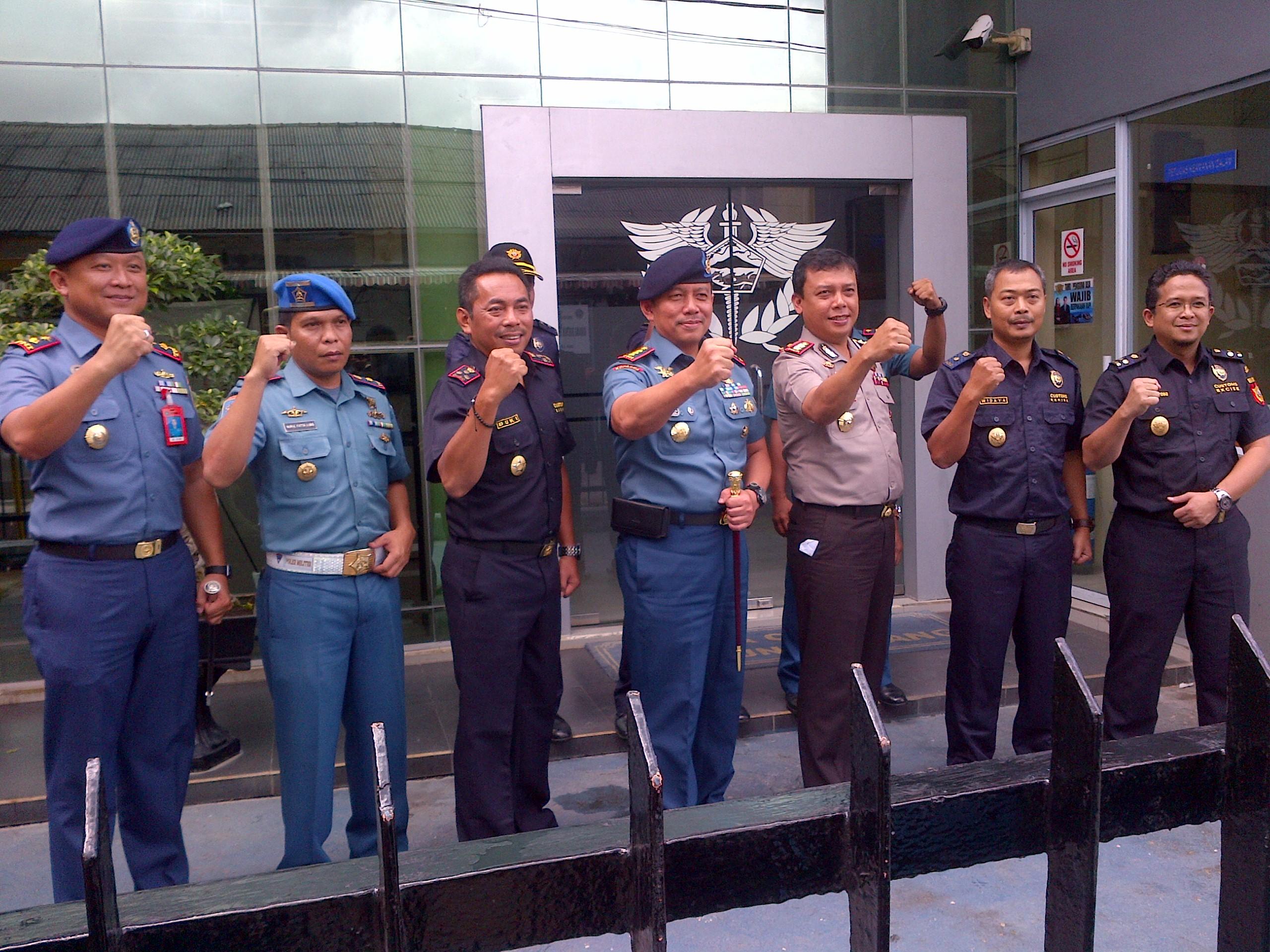 Kepala BC foto bersama Danlantamal, Kapolres Tanjunpinang